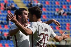 Strootman abbraccia Fazio sul gol dello 0-1