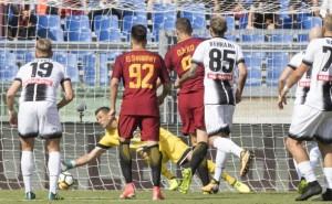 Il gol di Dzeko per l'1-0 della Roma