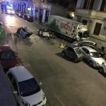 Incidente mortale alla Balduina: uomo colto da malore perde il controllo del camion e si schianta contro le auto in sosta