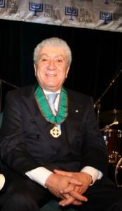 Walter Arbib con le insegne di Commendatore della Repubblica Italiana
